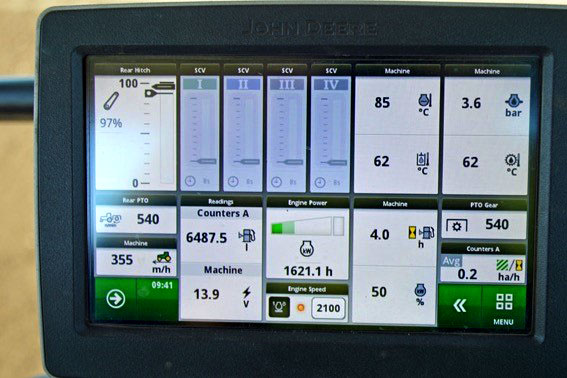 Power usage indicator in tractor cabin.